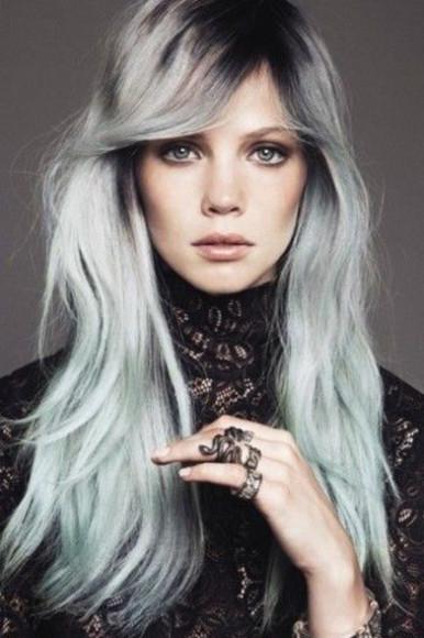 capelli-lunghi-grigi-e-azzurri