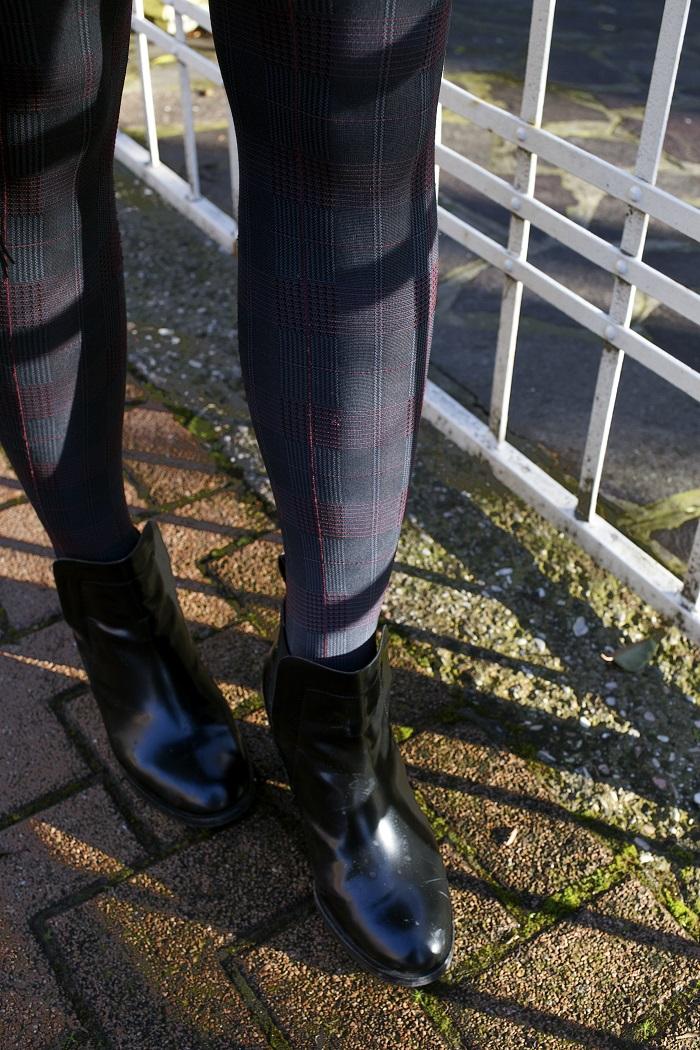 6.calze total black