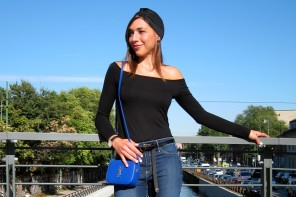 Off shoulder top and jeans in a sunny day in Milan