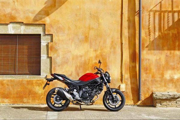 Vivi l'emozione della velocità con Suzuki SV650 Abs: la moto per tutti!