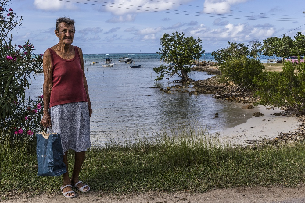 guardalavaca_river_woman