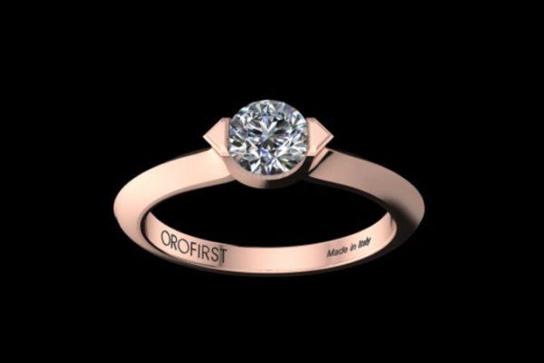 """Un anello di fidanzamento rappresenta un desiderio di certezza ed una promessa: quella del matrimonio. Sceglierlo è difficile infatti è un dono molto personale che deve racchiudere il gusto di chi lo riceve ma anche di chi lo dona. I consigli di stile possono essere veramente tantissimi ed allora per aiutare il futuro fidanzato a scegliere l'anello di fidanzamento ideale ci sono alcune piccole regole da rispettare, non un vero e proprio vademecum ma qualche """"dritta"""" che può salvare """"vita"""" e portafoglio."""