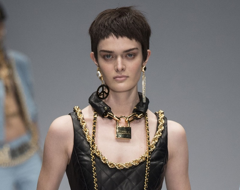 6. Necklace 2014 - Moschino