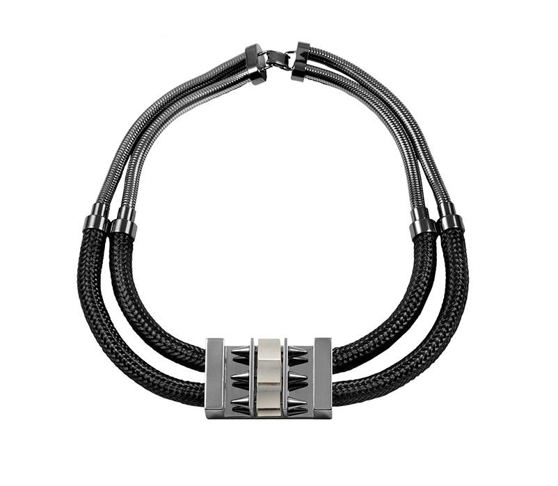 tie-break-necklace-cube-black