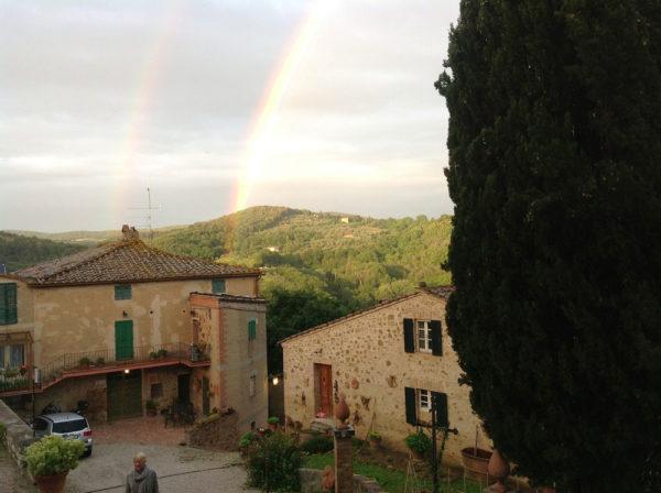 Vivi le tradizione Toscane e soggiorna all'antica Fattoria la Romita