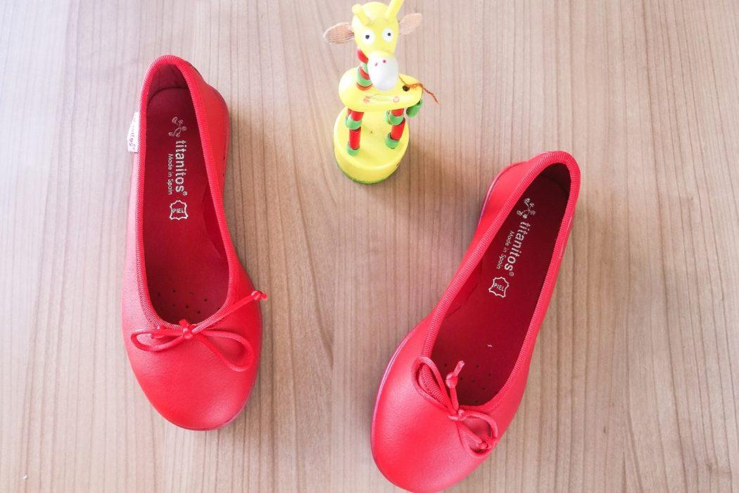 Le ballerine sono un must nell'abbigliamento femminile. Perfette da giorno a sera, per grandi e per piccine, rosse sono perfette per osare con eleganza!