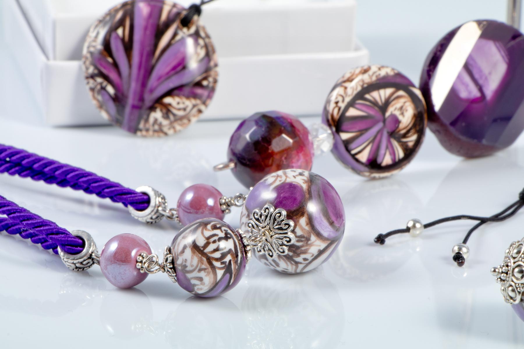 Gioielli di straordinaria eleganza e raffinatezza: le collezioni firmate Anna Barola sono il perfetto connubio tra design e tradizioni della Maiolica Umbra